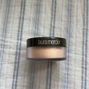 Translucent loose setting glow powder